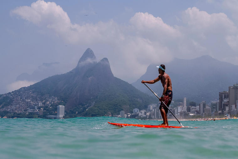 stand-up-paddle-board-on-ipanema-beach